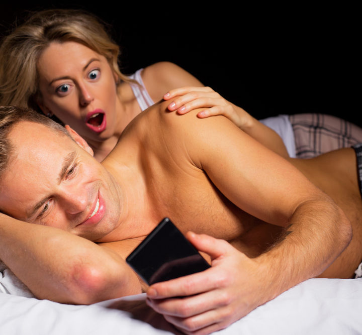 Men and women's porn habits vary according to their relationship status