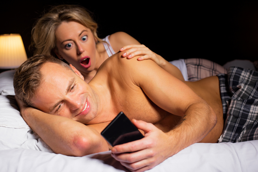 Woman caught her boyfriend texting other woman